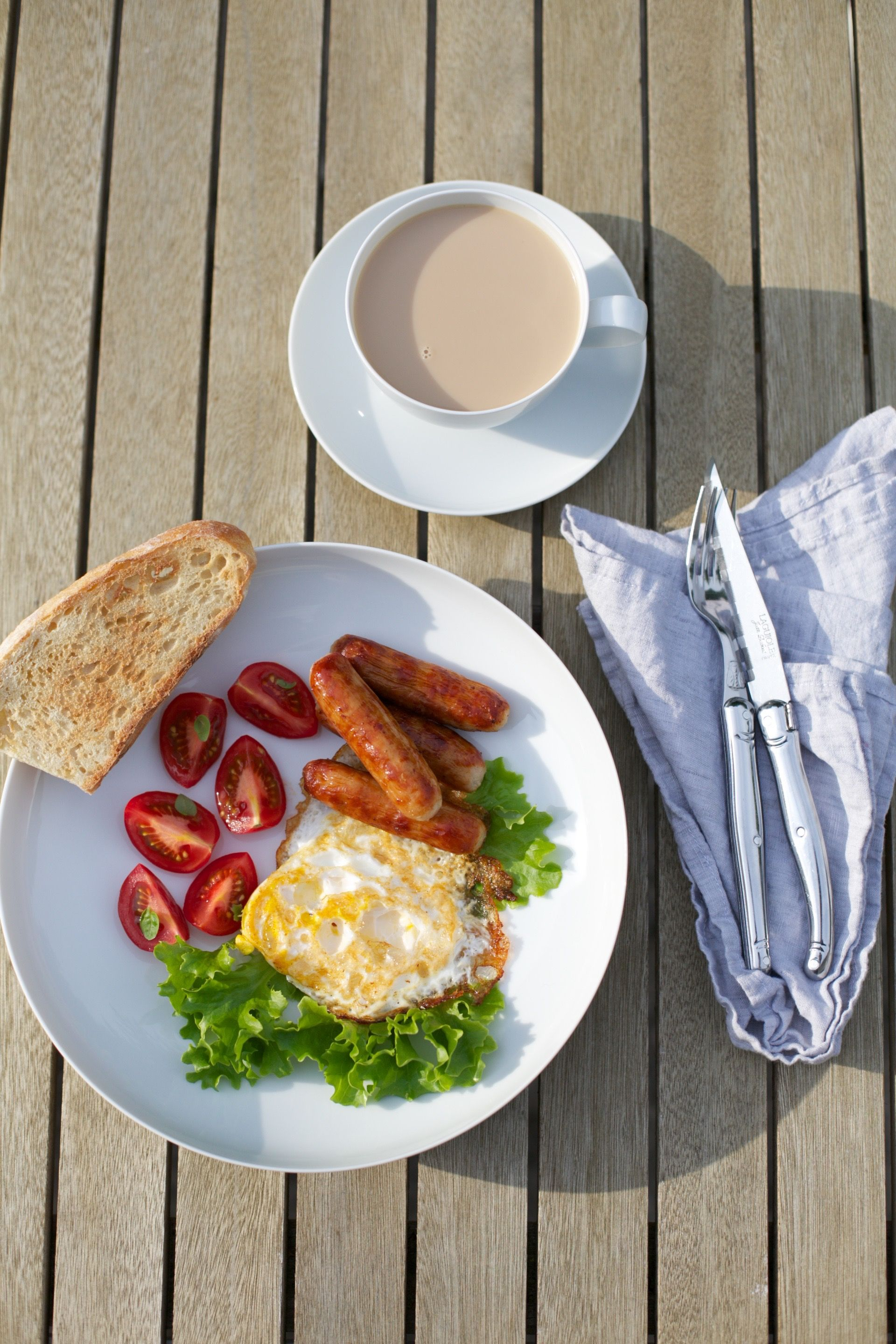 breakfast outside irish sausages bread coffee food homemade by Kasia Pohl