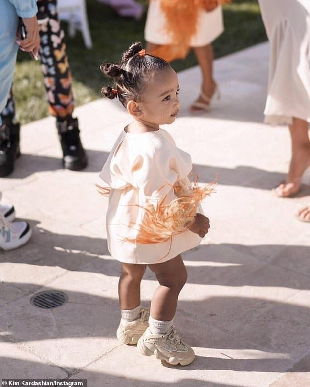 Kim Kardashian Shares Sweet Photos From True S First Birthday Party Baby Girl Fashion Kids Outfits Baby Fashion