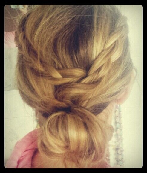 #blonde #hair #hairstyle #messy #messybun #sweet