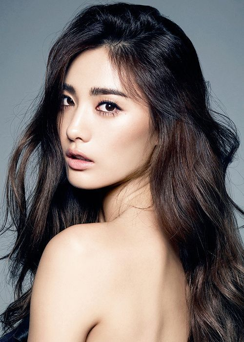 We Scoured The Shampoo Reviews In Our Database To Find The Very Best Shampoos Here The Ones Our Readers Swear Chestnut Hair Color Chestnut Hair Asian Beauty