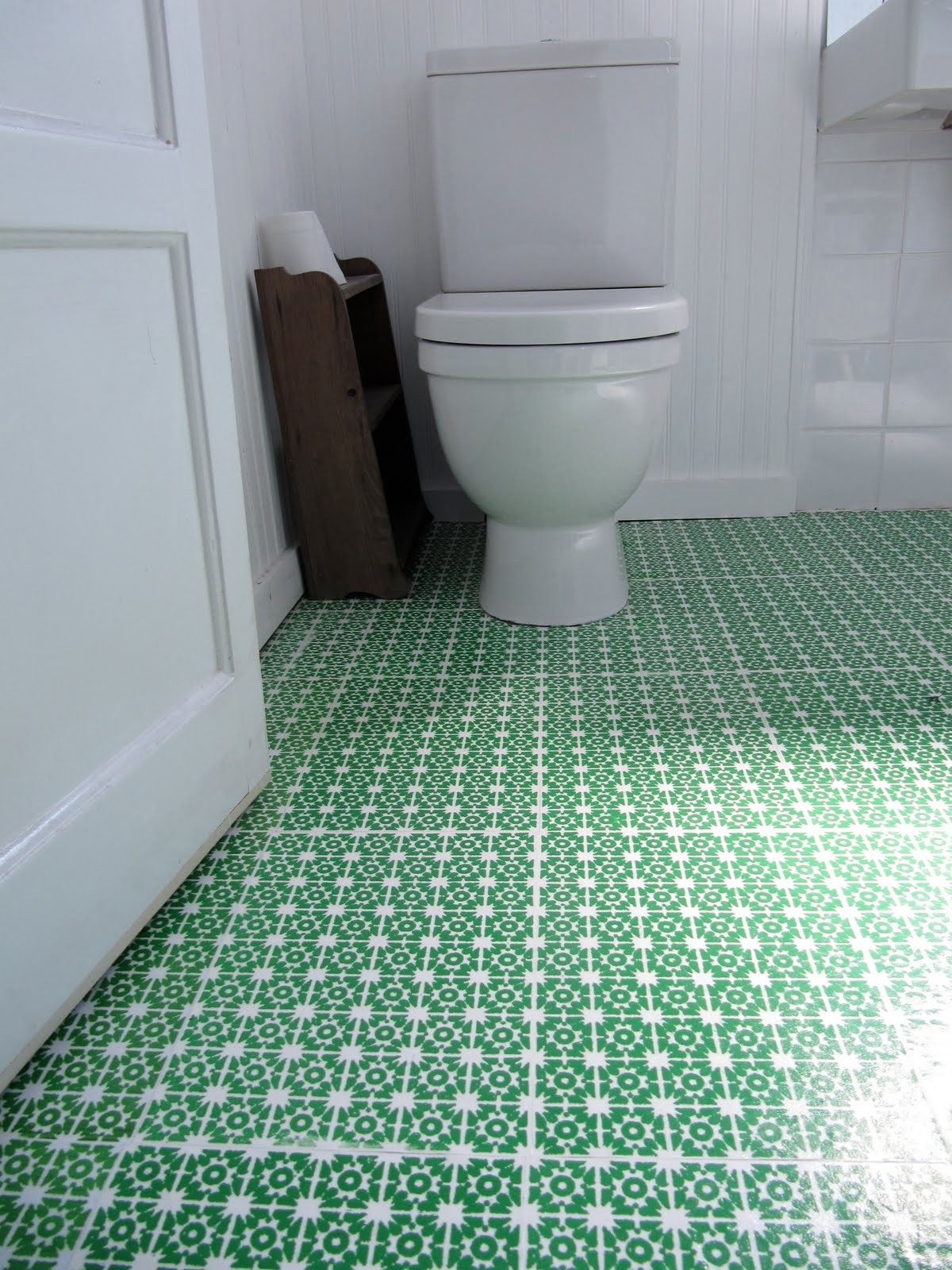 Beautiful Patterned Green Bathroom Vinyl Flooring For White Room Interior Decorations