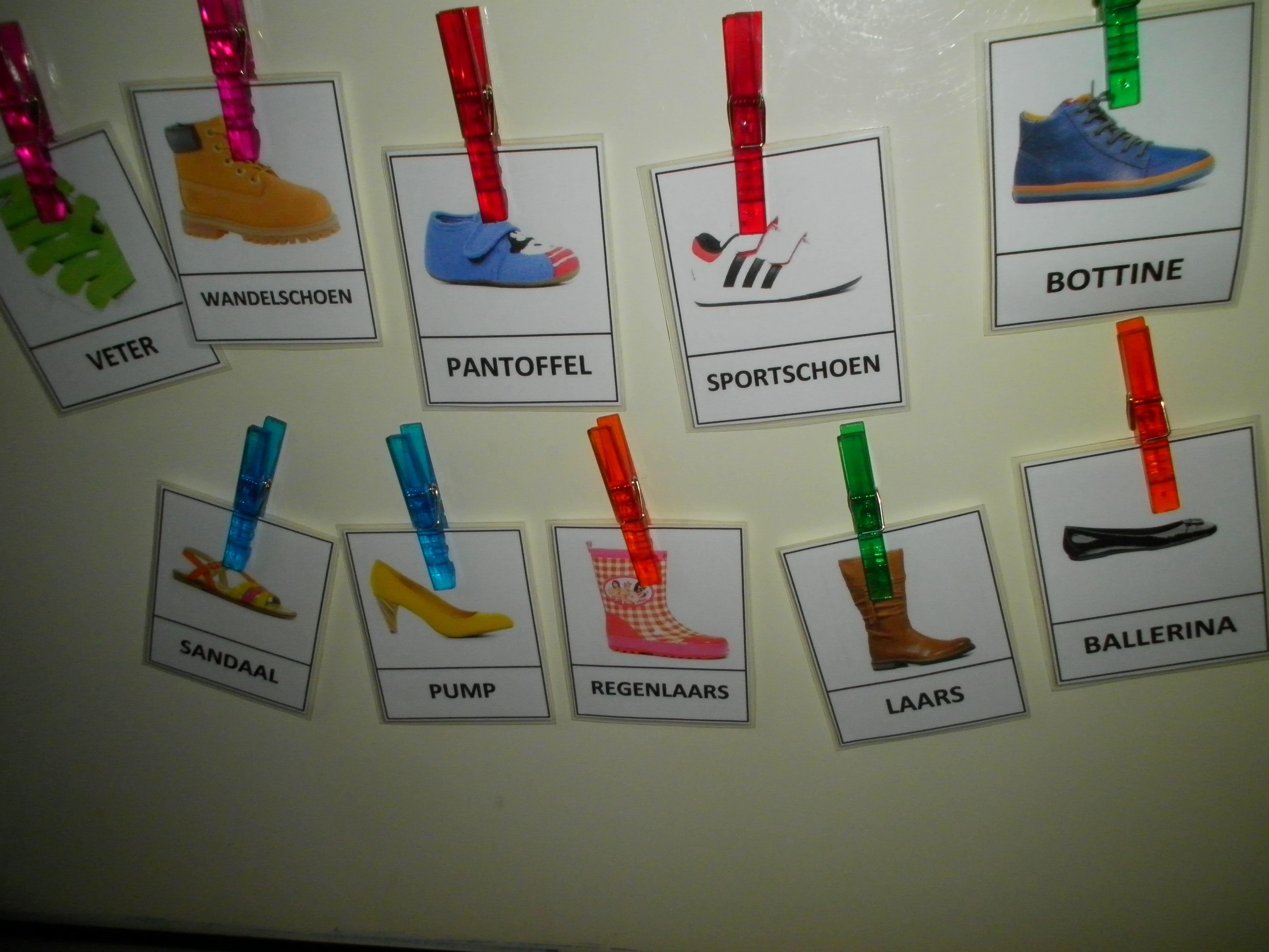Woordkaarten in thema schoenen. Prenten van website torfs