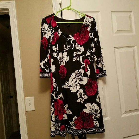 Comfortable, great quality dress! Ladies great option for a wedding, graduation etc. I wore this dress twice but so comfortable and looked great! Very flattering and no wrinkles! White House Black Market Dresses