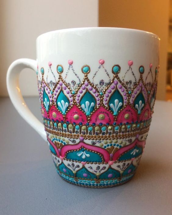 Mandala Artist Hand-Paints Mesmerizing Patterns on Ceramic Plates and Mugs #potterypaintingdesigns