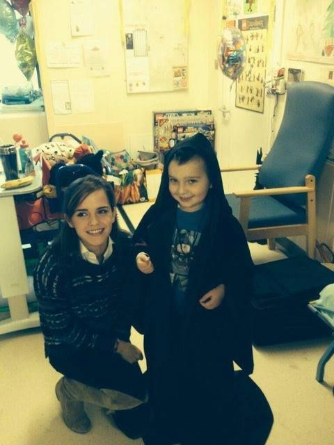 Emma Watson With Children In A Hospital In London Emma Watson Emma Watson Beautiful Emma Watson Pics