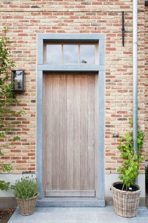 Massieve voordeur landelijk karakter exterieur pinterest front doors doors and house - Deco buitenkant idee ...