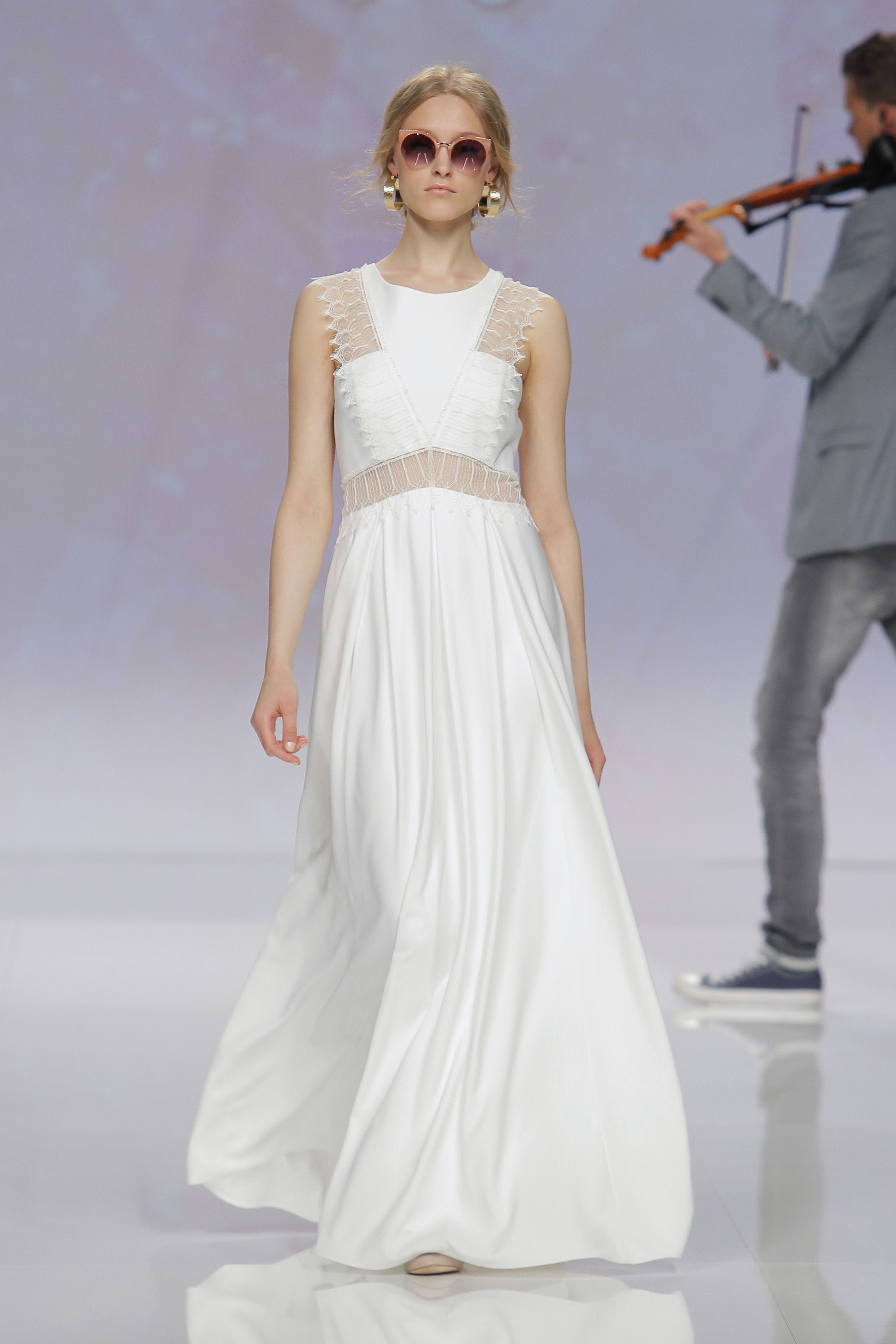 The prettiest wedding dresses from barcelona bridal fashion week the prettiest wedding dresses from barcelona bridal fashion week ombrellifo Image collections