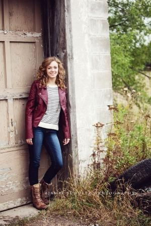 Senior Picture Ideas for Girls | Senior Pictures Girls | Senior Photography | Senior Girl Poses by Emily Darby