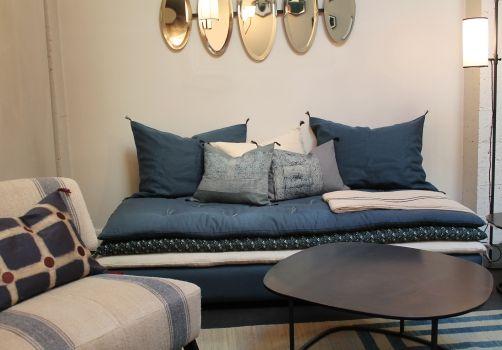 banquette caravane pour bureau sur grosse planche bois marnes pinterest planches bois. Black Bedroom Furniture Sets. Home Design Ideas