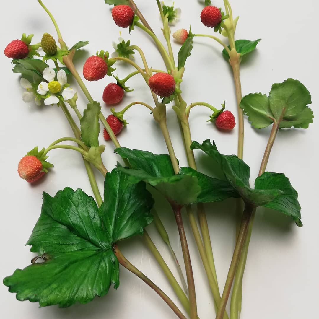 Freeformed sugar Wild Strawberries by Catalina Anghel