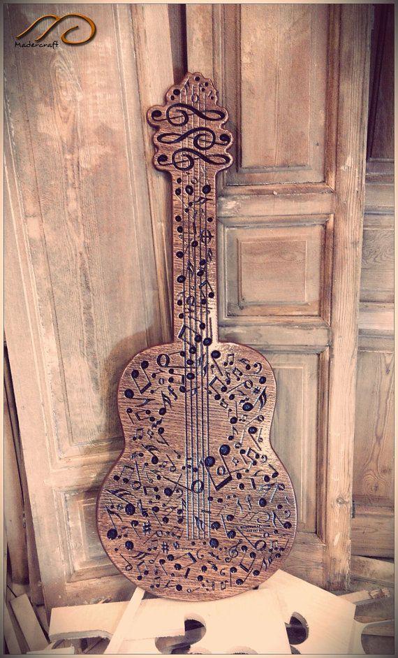 Cuadro de notas musicales dando forma a una guitarra clásica por ...