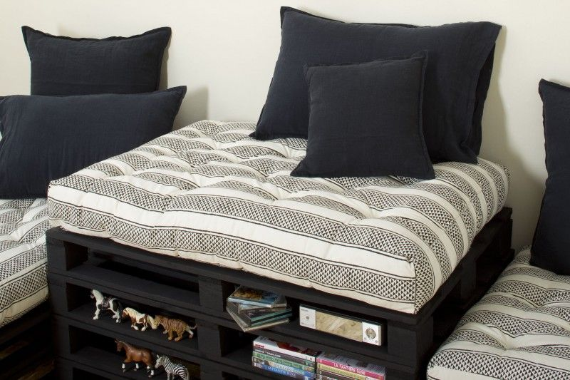gros coussin matelass en coton imprim block print a m me. Black Bedroom Furniture Sets. Home Design Ideas