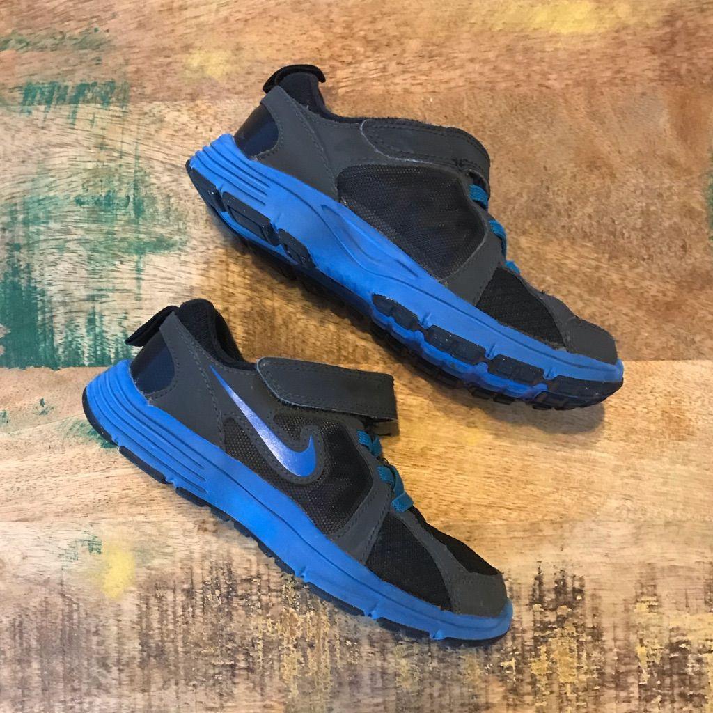 Velcro sneakers, Black nikes, Sneakers nike