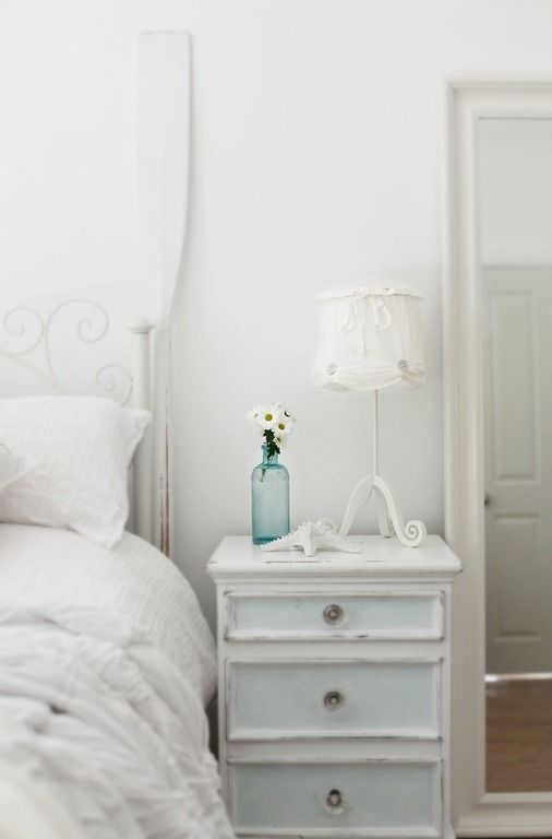 Landhaus Möbel In Weiß: Nachttisch Aus Holz Im Schlafzimmer Cottage Chic,  Kidsroom, Sitting