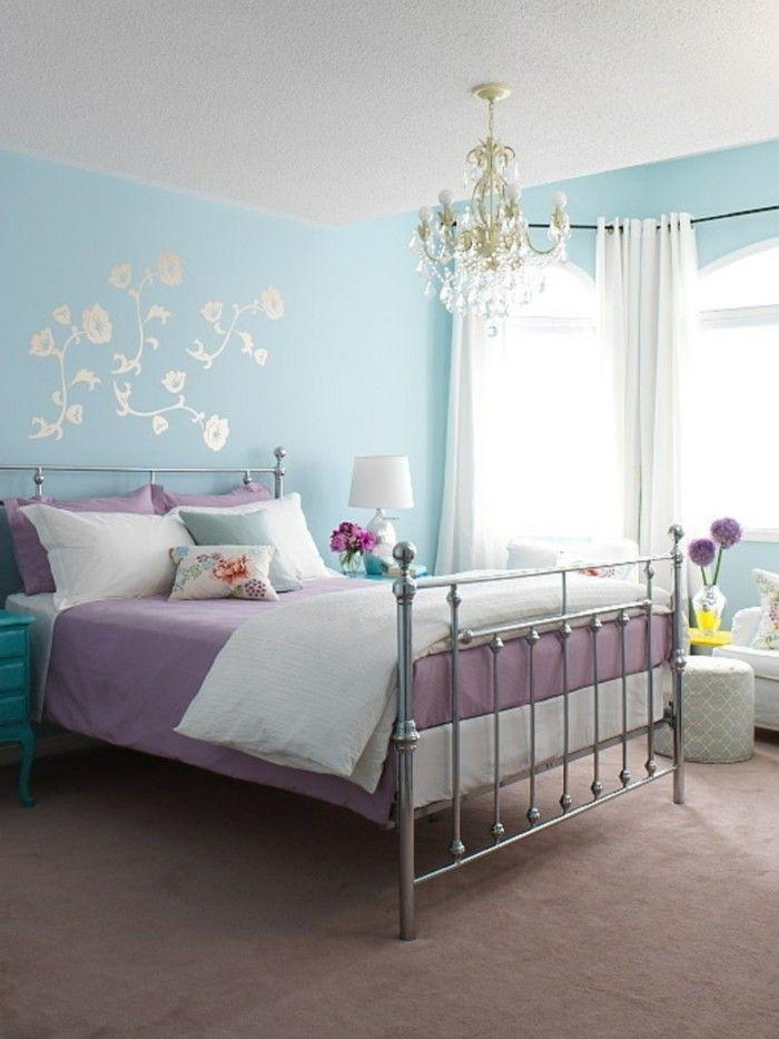 wohnideen schlafzimmer hellblaue wände wanddeko leuchter - schlafzimmer dekorieren wand