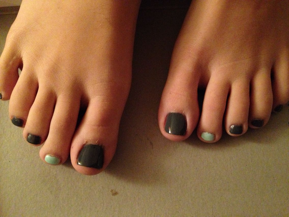 gray with mint green accent toe