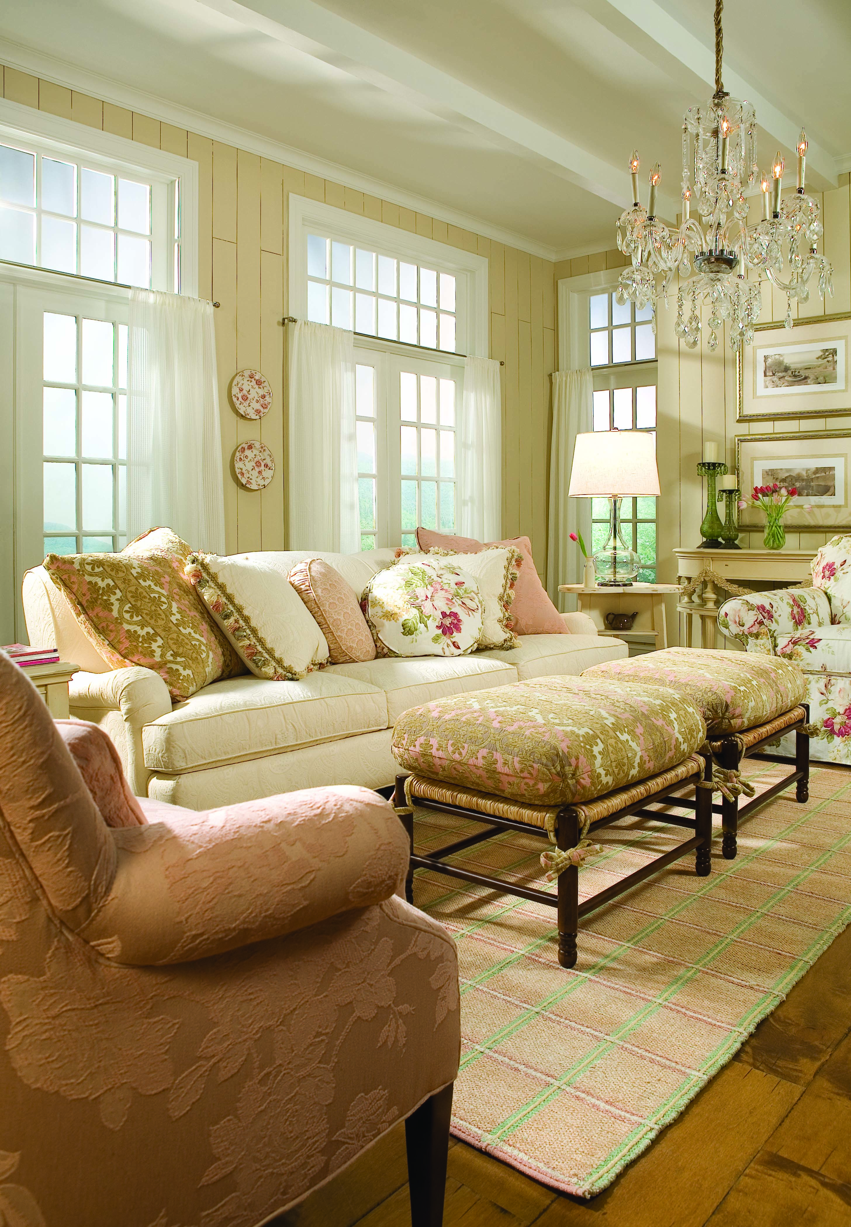 Nautical chic living room - Beach Cottage Nautical Coastal Cozy Design Ideas Pictures Remodel And Decor Living Room In Soft Colors And Cream Panelling