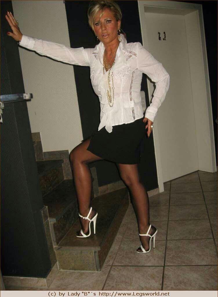 Free picture lady barbara leg sex
