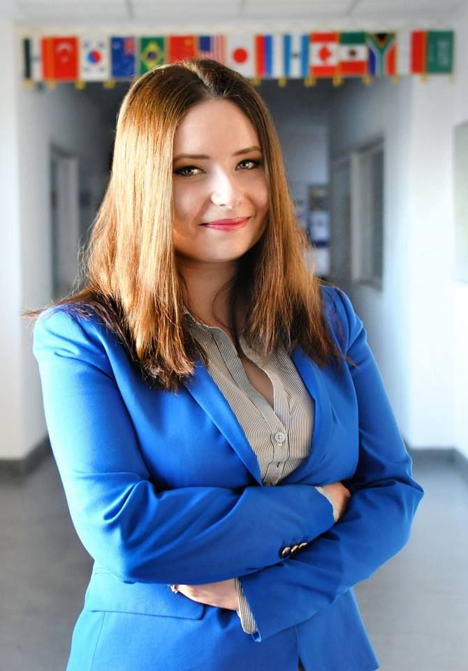 Interviu cu Alexandra Enache, Redactor-Șef Revista Performance  Un material cu și despre pasiune, voluntariat și provocările managementului de proiecte. Citește » https://issuu.com/performance-rau/docs/nr-50-mar-2016/18
