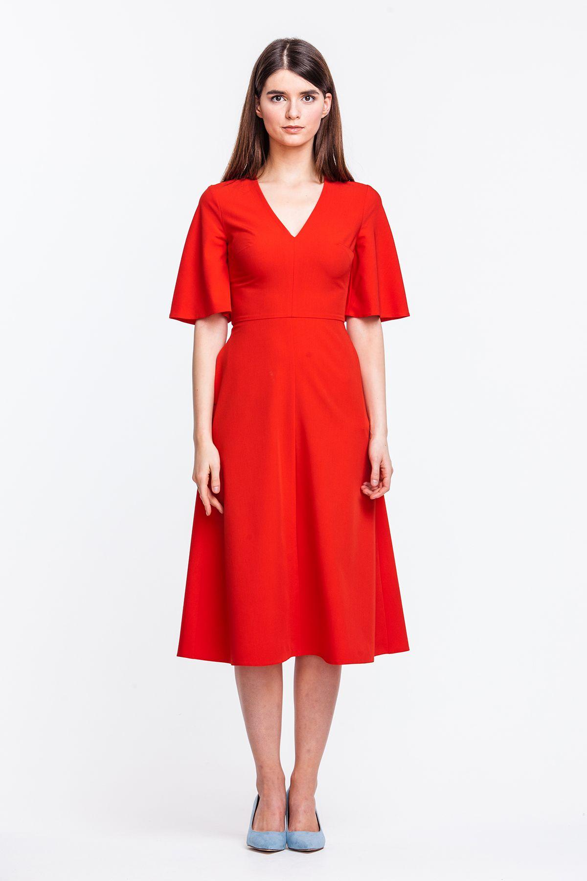 платья ниже колен с рукавами купить
