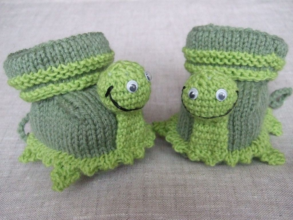 knitted baby booties -green turtles | Baby Booties - Shoes ...