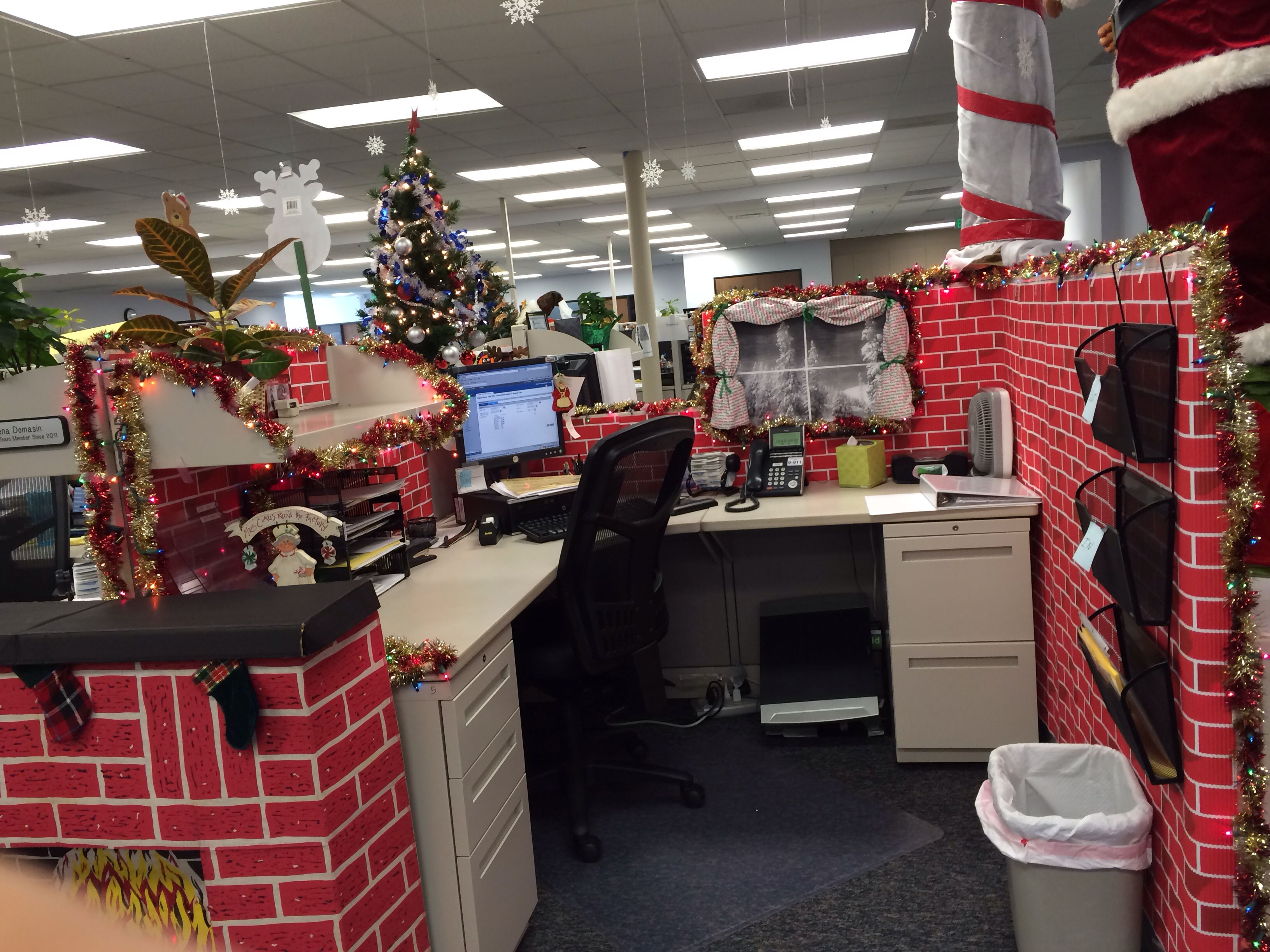 Ordinary Inexpensive Office Christmas Party Ideas Part - 4: To Embrace Your Workplace In The Holiday Festivities, Have A Look At Our  Cool And Inexpensive Office Christmas Decorating Ideas Below.
