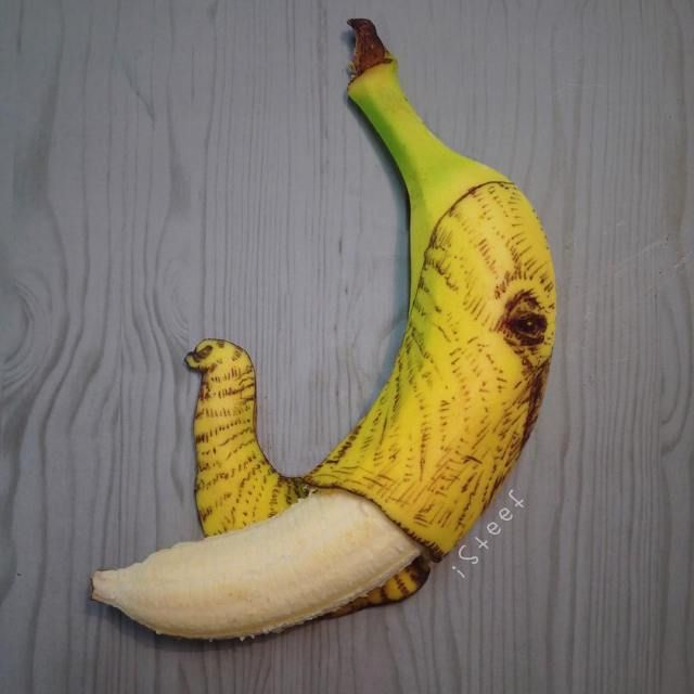 Stephan Brusche Turns Bananas Into Outstanding Doodle Art - Japanese artist turns food into oddly satisfying carved works of art