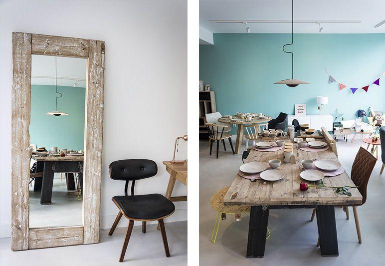 Lo rústico y lo moderno: con mobiliario hecho a medida como este espejo o la mesa de comedor de maderas recicladas,  bien es cierto, tal y como se ve en la imagen, que lo rústico no sólo no está reñido con el diseño, sino que le va como anillo al dedo.