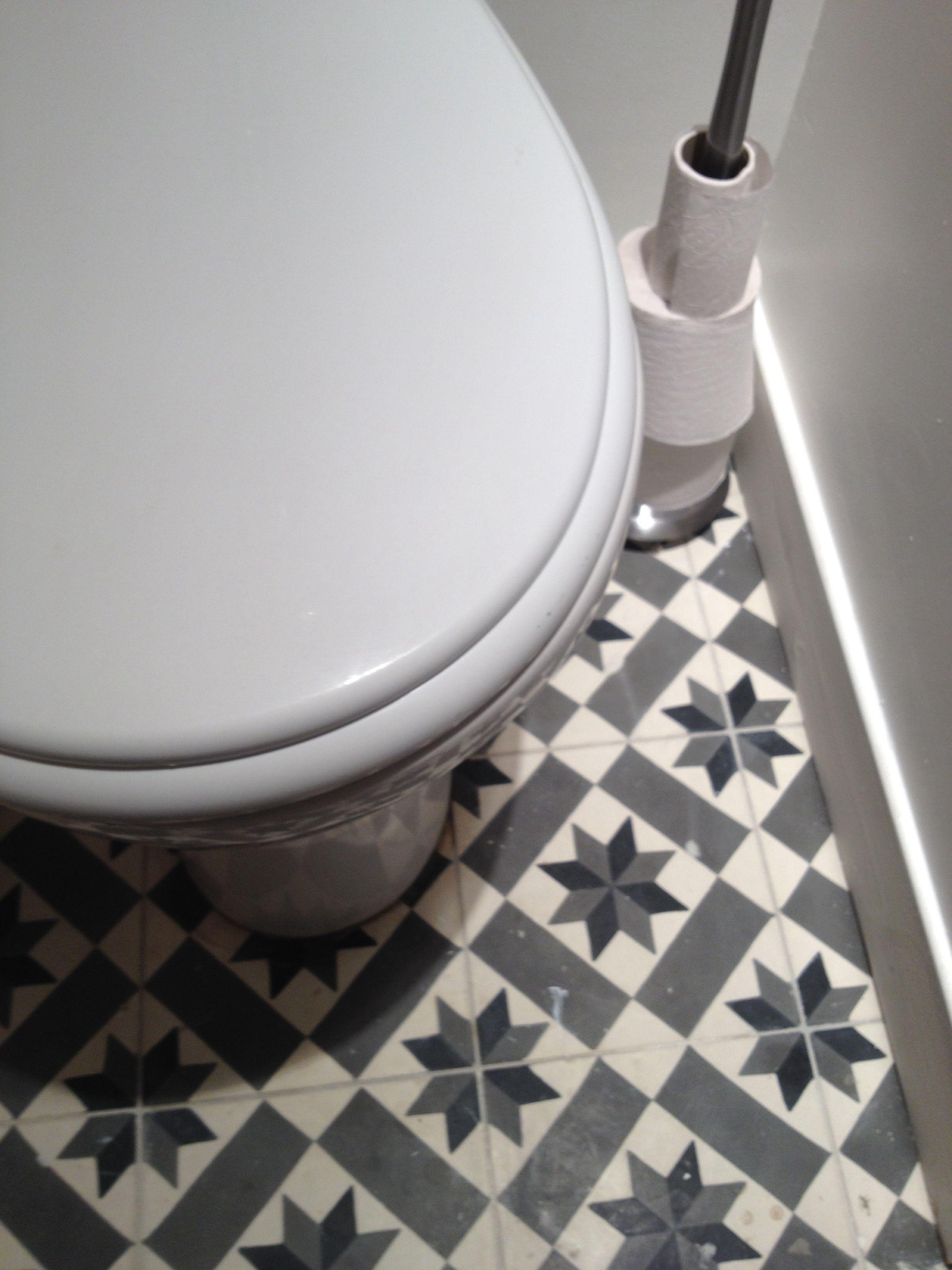 r novation termin e les carreaux de ciment des wc. Black Bedroom Furniture Sets. Home Design Ideas