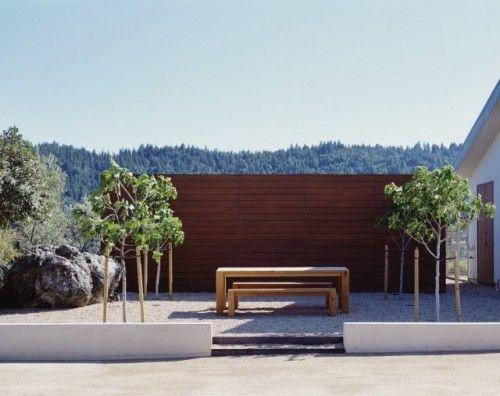 Sichtschutz aus #Holz #Naturstein und #Terasse, komplette - gartenarchitektur
