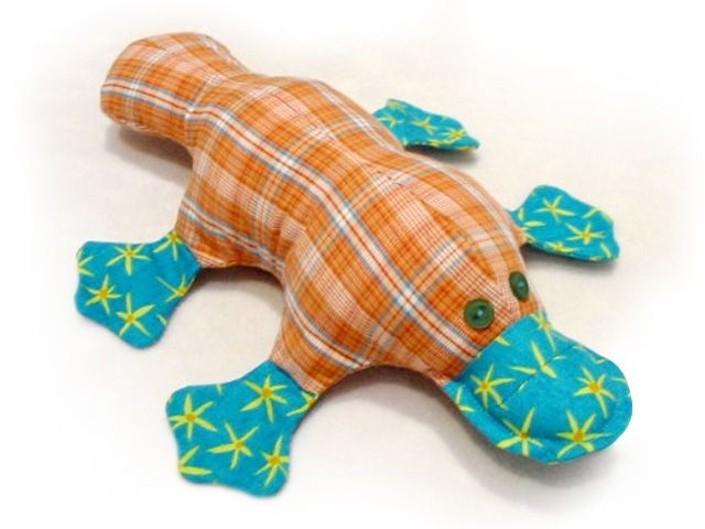 A platypus sewing pattern. :D Anyone thinking a color swap on this would make a nice Perry the Platypus? (As Caitlin's standing next to me, pointing at the picture and screaming PERRY! PERRY!...)