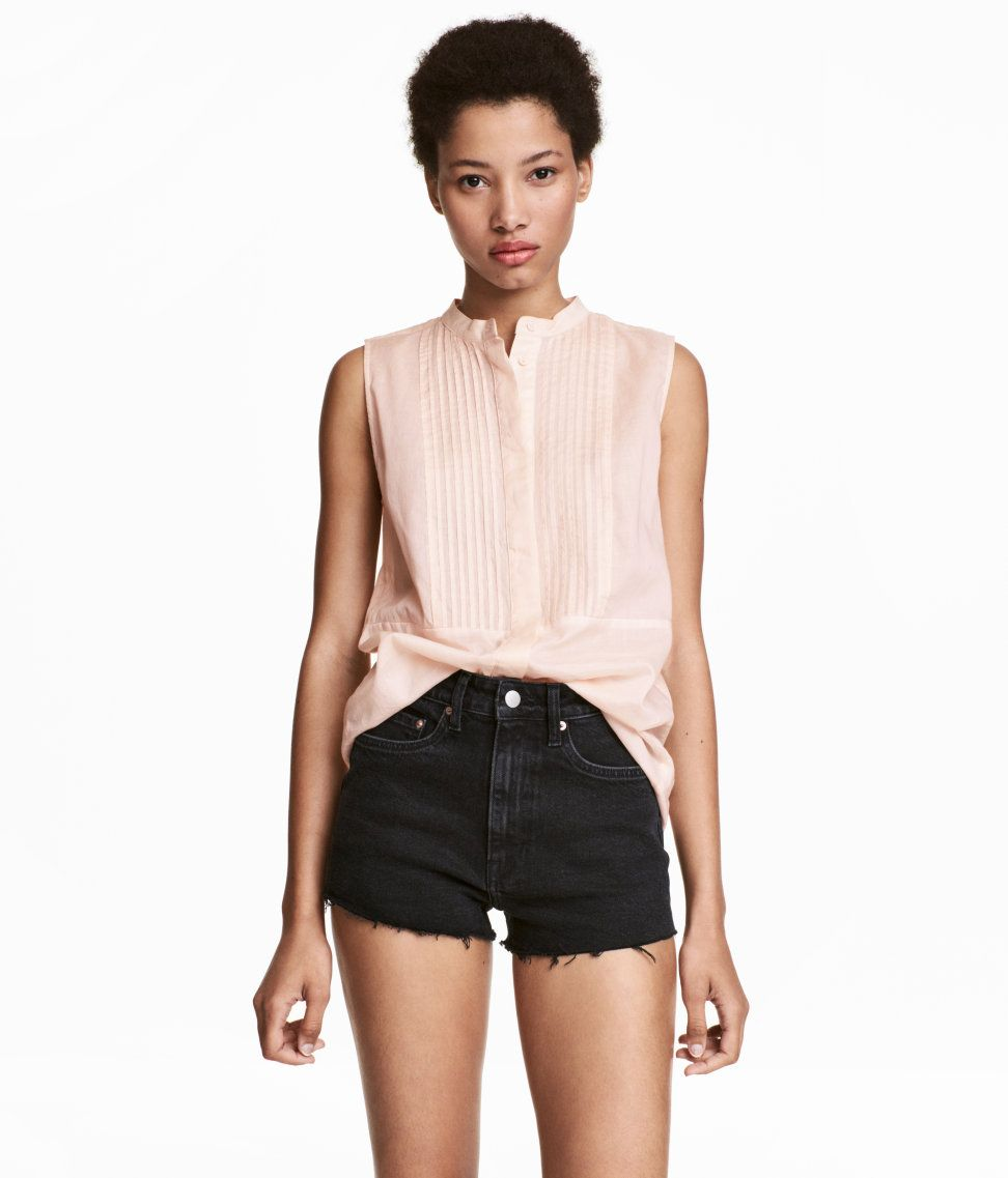 Check this out sleeveless blouse in airy woven cotton fabric with