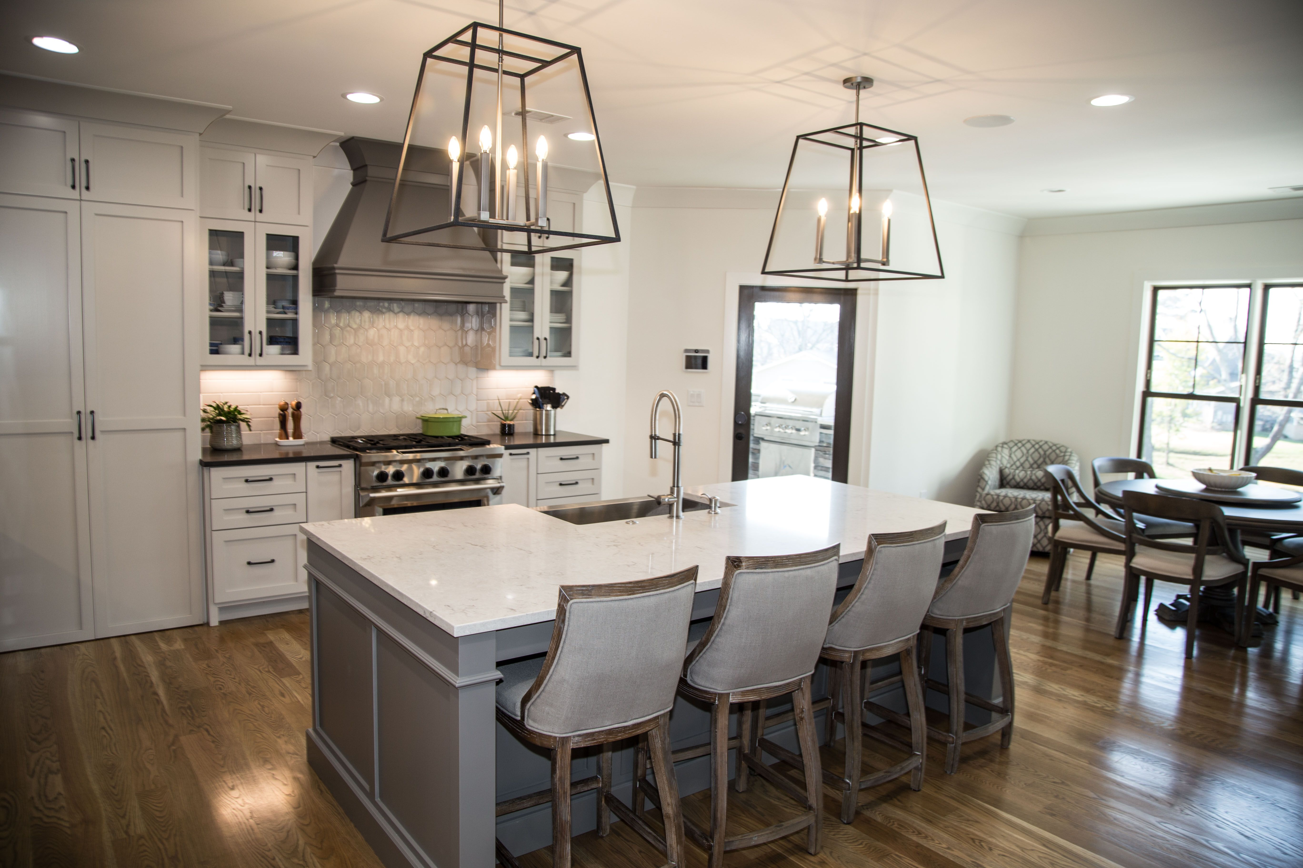 cabinets to the top; dining open; hannah custom homes | Renovierung ...