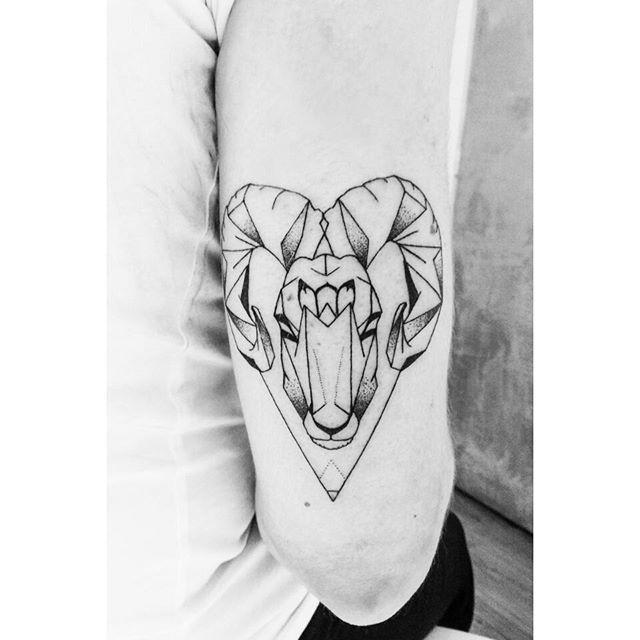 belier tattoo r servez votre session tatouage sur www. Black Bedroom Furniture Sets. Home Design Ideas