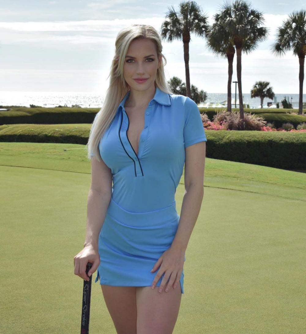 Cautand femeie Golf Juan