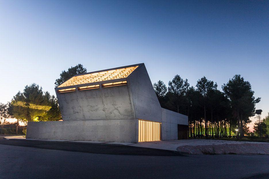 Stark Concrete Funeral Home By Salas Architecture Design Tilts