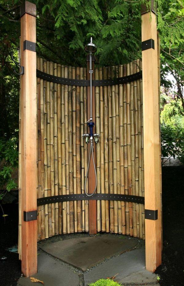 Sichtschutz Fur Gartendusche 35 Tolle Beispiele Gartendusche Aussenbad Bambus Garten