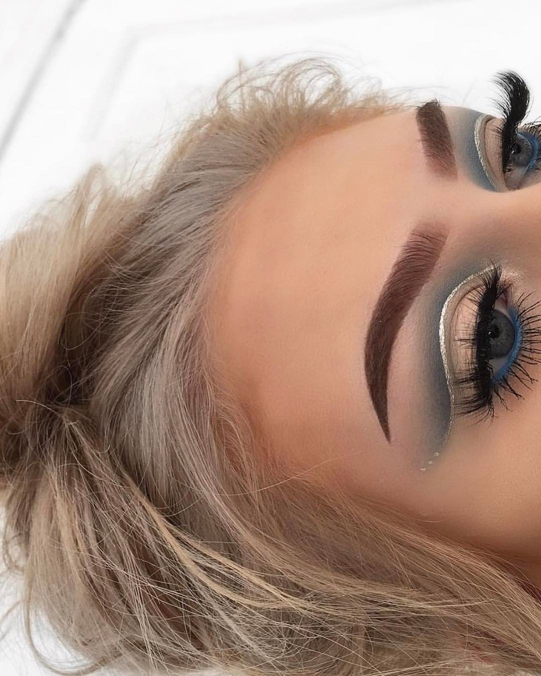 Creative Eyeshadow Glittery Outline And Blue Shades