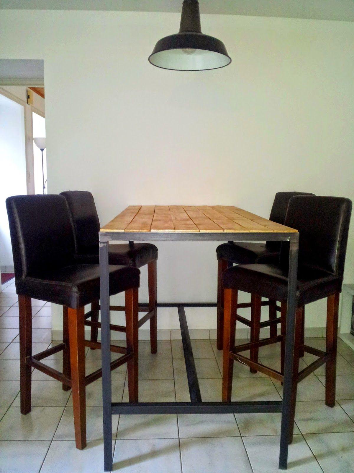 table haute fabrication artisanale cadre en acier brut noir et plateau en bois vernis mat. Black Bedroom Furniture Sets. Home Design Ideas