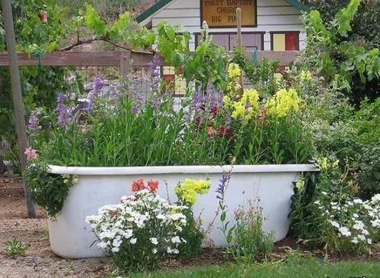 20 yard landscaping ideas to reuse and recycle old for Garden pond design books