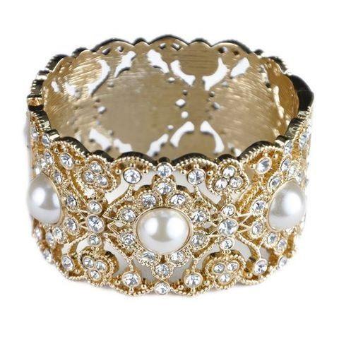 Nice bracelet with pearls