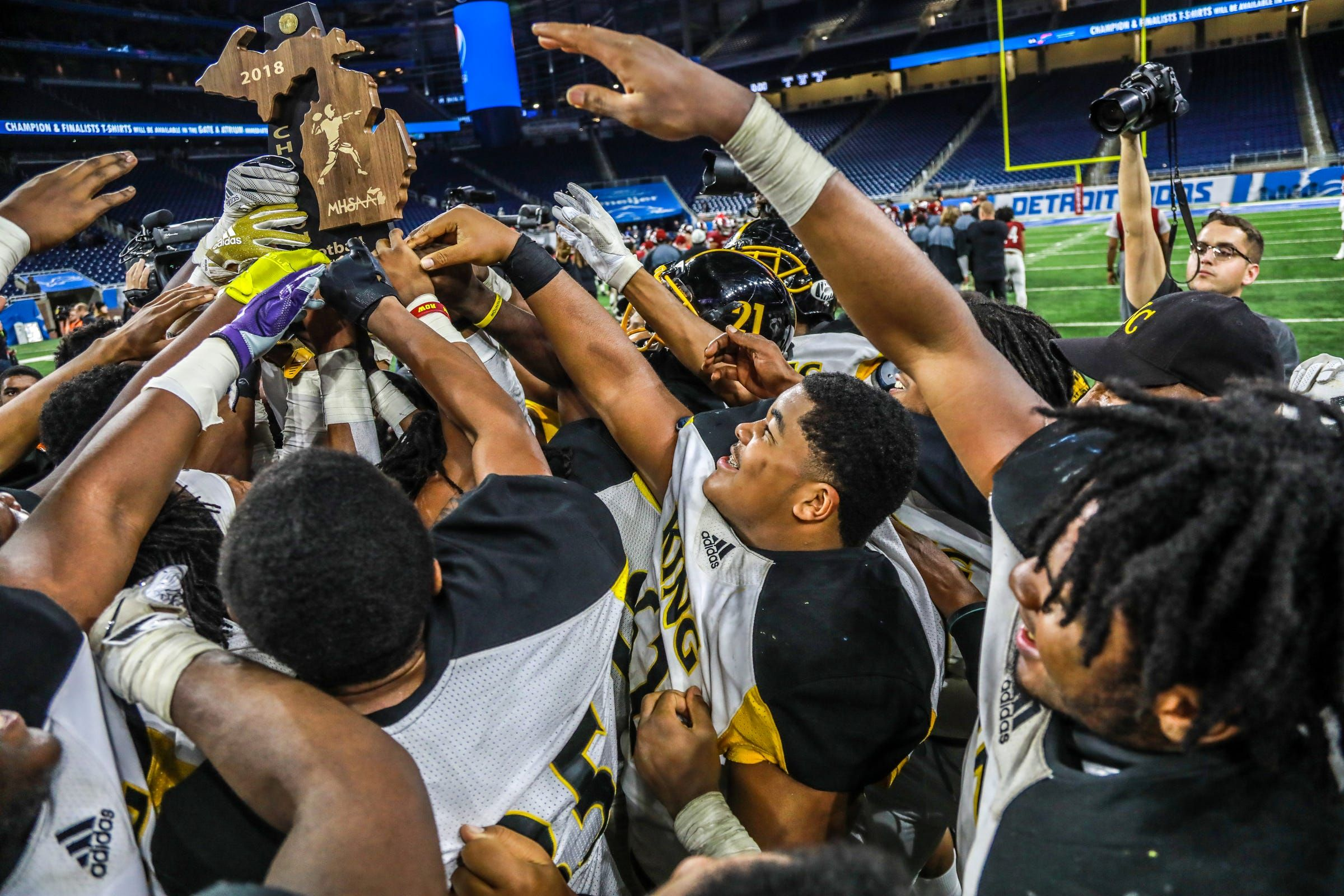 Mhsaa S New Transfer Rule Doesn T Do Enough To Stop Cheaters High School Football Playoffs School Football High School Football