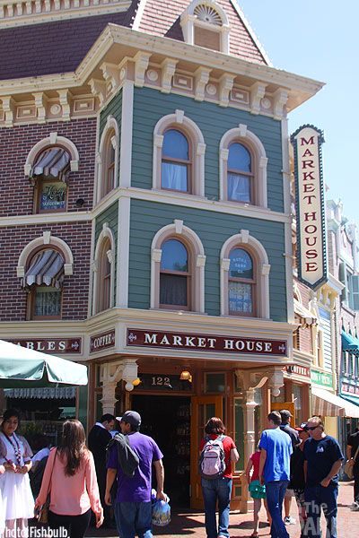 Loved working the Market House. It had kitchen items and pickles out of an old school barrel. Now it is Starbucks inside.