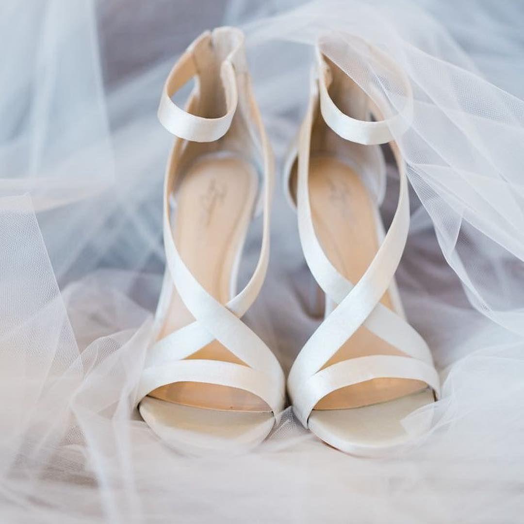 Buty Slubne W Naszej Relacji Czeka Na Was Ponad 100 Roznych Inspiracji Weddingpl Wychodzezamaz Satin Wedding Shoes Beautiful Wedding Shoes Wedding Shoes