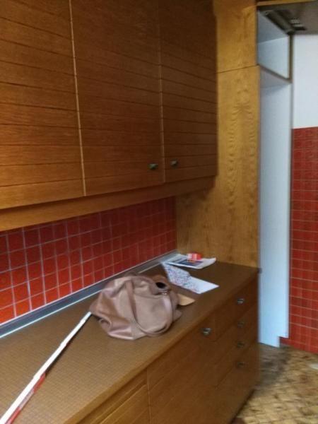 Zweizeilige Küche mit Hochschränken, Dunstabzugshaube, Herd mit Ofen, Spüle, Grill und Spülmaschine abzugeben. Länge der beiden Zeilen: 3mKüche steht derzeit zum selbstabbauen bereit. Es können auch Einzelschränke abgeholt werden