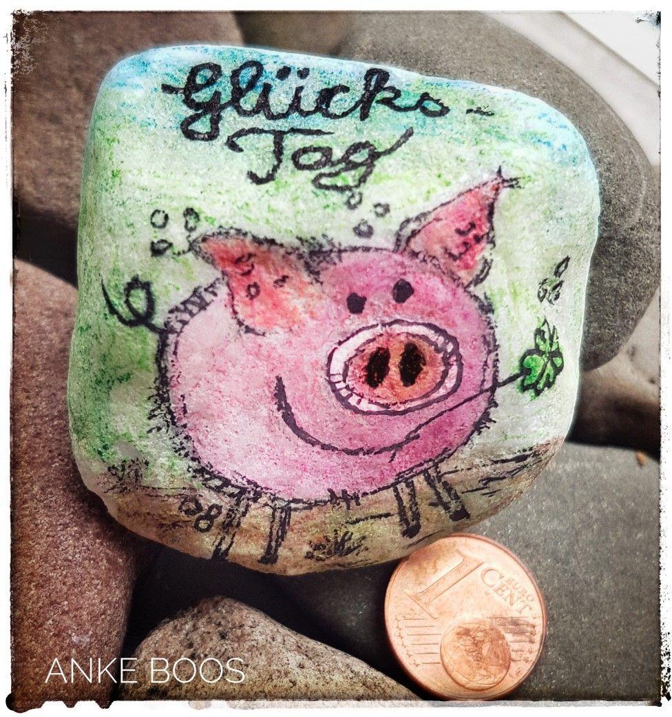 Bemalter Stein #Steinebemalen #Steine #Stones #bemalterStein #paintedrock #paintedrocks #pebbleart #Elbstones #paintesstones #Glücksbringer #mutmacher #glück #luck #Kleeblatt #watercolour #aquarell #glücksklee #schwein #pig #Malwasanderes #kleeblattbasteln