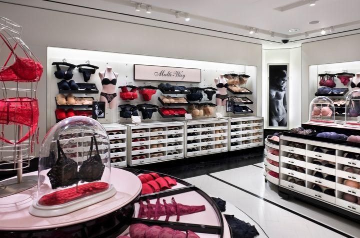 Victoria s Secret flagship store in Manhattan 2008 Interiores De Tienda c5d710049b3e