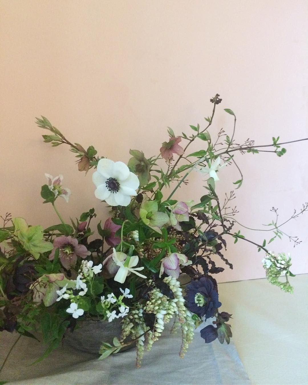 What a lovely day teaching our first 121 of the year and we got to demo our bowl arrangement in this gorgeous vessel sourced by @emma_natter can't wait to see @taylorandporter image of it! #gardengateclasses #helleboreappreciationsociety #britishflowers