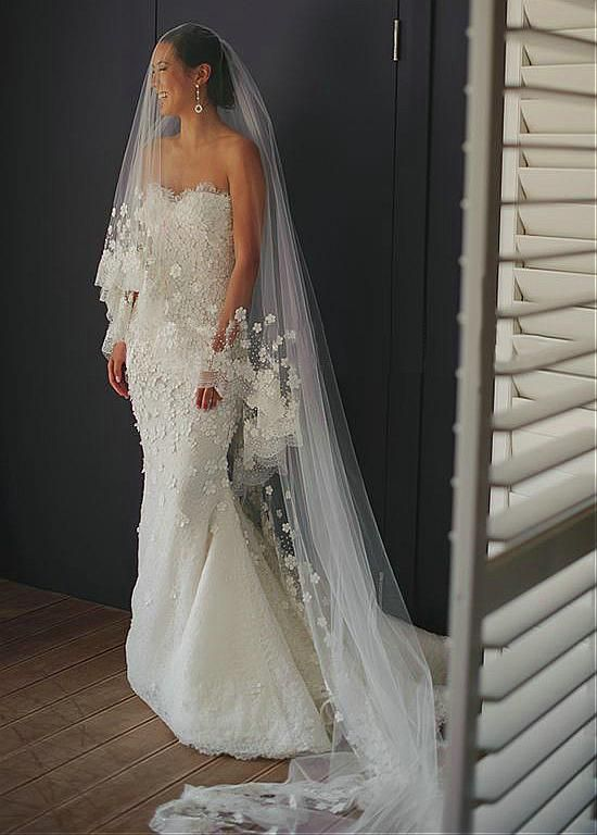 Lavish Tulle & Lace Sweetheart Neckline Sheath Wedding Dresses With Beaded Lace Appliques