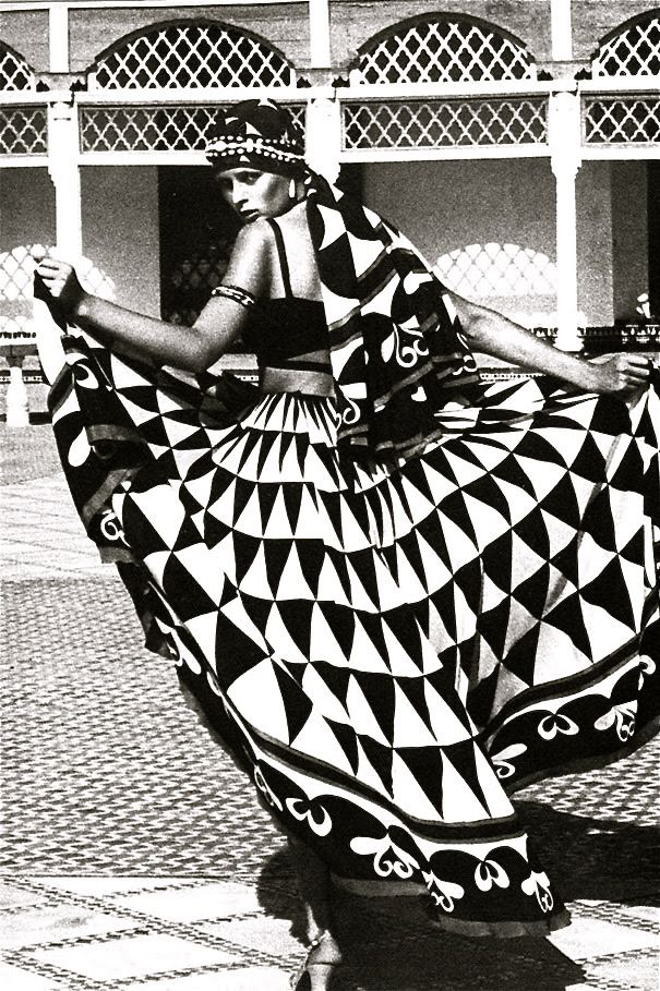 Stunning image. Amazing black and white geometric! Fashion is an incredible source of inspiration!